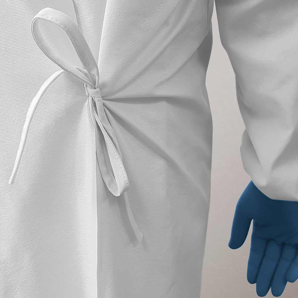 iberosa-textiles-rumbo-bata-protectora-impermeable-lavable-y-reutilizable-blanca-detalle-lazo-espalda